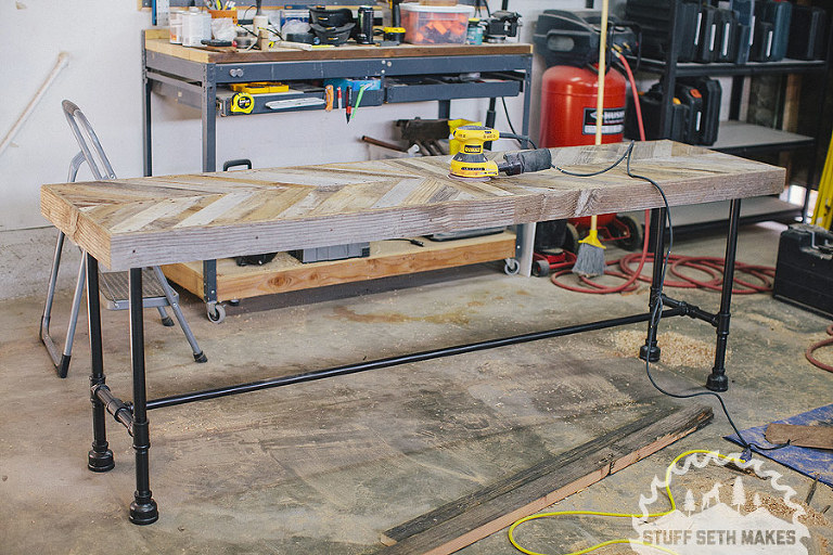 woodworking-recycled-wood-chevron-table-pipe-legs